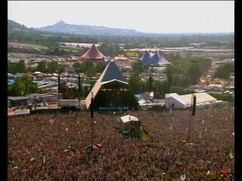 Snoop Dogg & Tinie Tempah perform 'Pass Out' at Glastonbury 2010