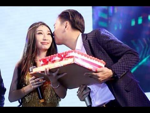 Ngô Kiến Huy bất ngờ tặng bánh sinh nhật cho Khổng Tú Quỳnh