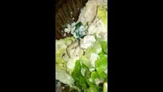 I-au livrat salata cu melc viu în ea