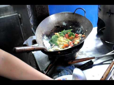 Riz frit au poulet en Thailande