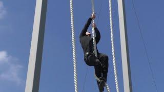 Тренування у подоланні смуги перешкод виховують силу, швидкість та витривалість