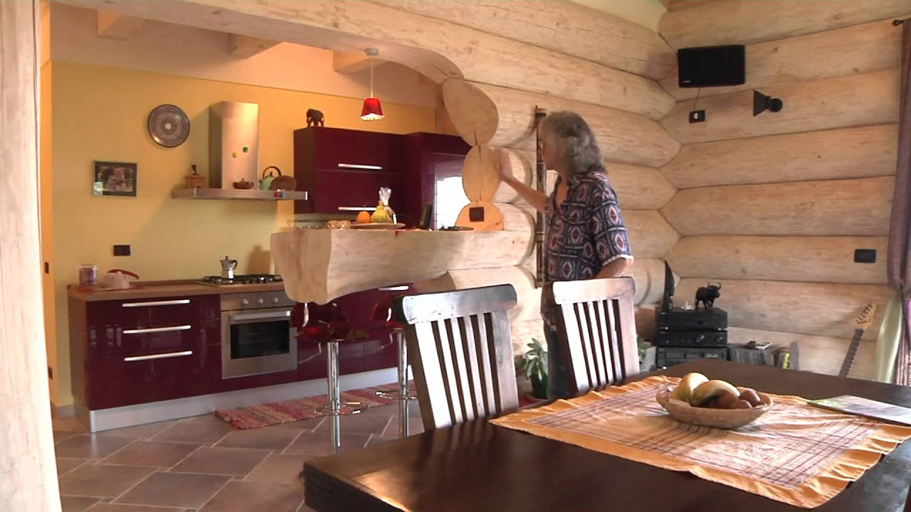Casa in tronchi unica in italia youtube for Case in legno americane prezzi