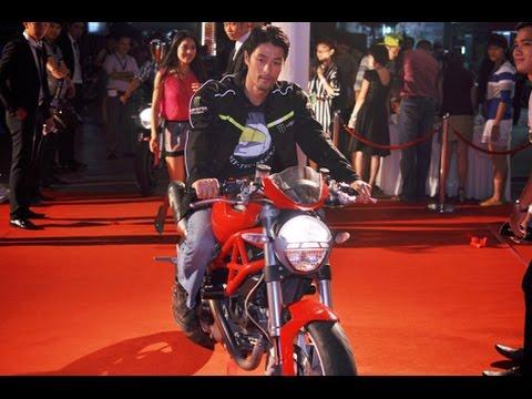 Xe của Jonny Trí Nguyễn bị kiểm tra