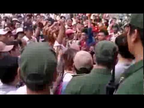 Cận cảnh giựt cờ, giật biểu ngữ xô xát NHÀ HÁT LỚN SÀI GÒN 9/12/2012