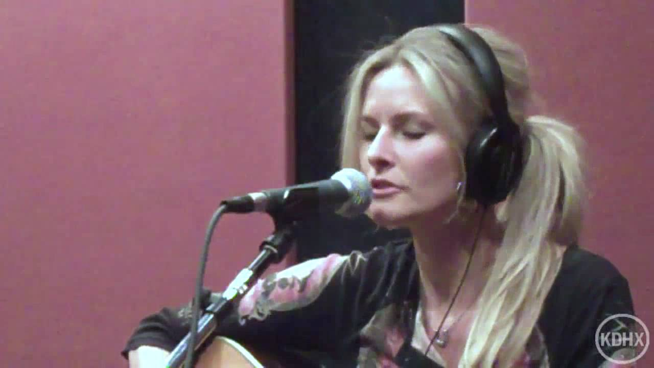 elizabeth cook quotheroin addict sisterquot live at kdhx 22710