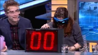 El Hormiguera 3.0 - Kristen Stewart, Robert Pattinson y Taylor Lautner bañan al público de sangre view on youtube.com tube online.
