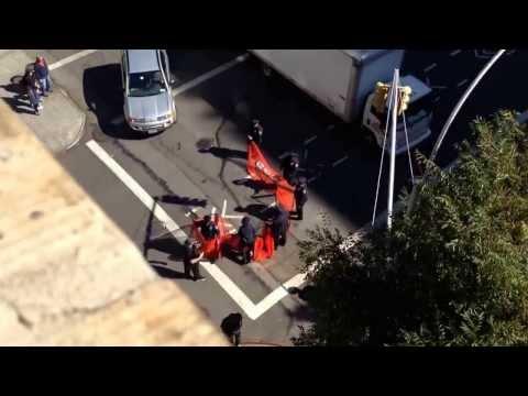 Polizeiabsperrung beim Broadway Bomb - Benny Hill Style - 2013