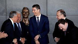 إطلاق اسم كريستيانو رونالدو على مطار برتغالي...وتمثاله يتحوَّل إلى موضوع تهكّم   |   قنوات أخرى