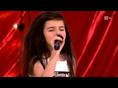 Amazing seven year old sings Gloomy Sunday/Billy Holiday (Angelina Jordan) Eng sub