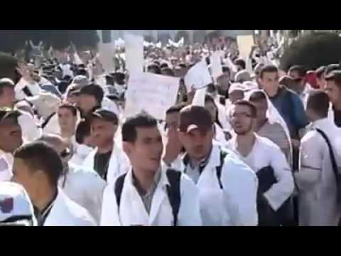 الأساتذة المتدربون يحتجون أمام وزارة بلمختار
