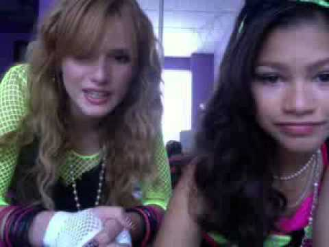 (shakeitupbr.com) Live chat, Bella Thorne and Zendaya [08-13-12] - Part 1