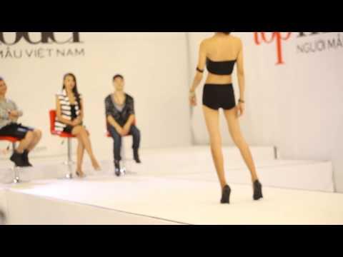 Thí sinh chuyển giới Next Top Model trình diễn bikini
