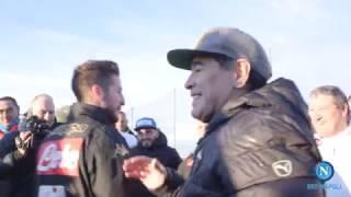 L'abbraccio degli azzurri a #Maradona! #ForzaNapoliSempre
