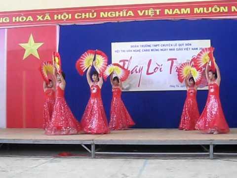 Thành thị Múa quạt 10 Hóa THPT Chuyên Lê Quý Đôn Đông Hà, Quảng Trị