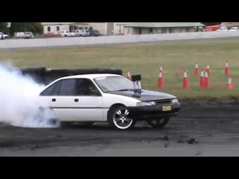 22 MANG ON HOLDEN VN BUICK V6 COMMODORE BURNOUT AT BUNROUT WARRIORS 8 13 12 2014