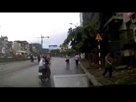 Thiếu nữ bị cướp túi giữa ban ngày ở Thủ đô