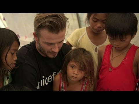 Philippines: David Beckham visits children in Tacloban