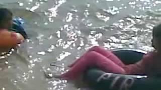 fikri gendut terapung di pantai melayu batam 2 view on youtube.com tube online.