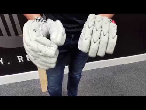 Gray-Nicolls Legend Batting Gloves (2017)
