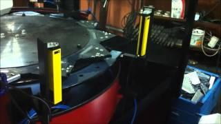 Çoklu kafa kılavuz çekme ve döner tabla otomasyonu