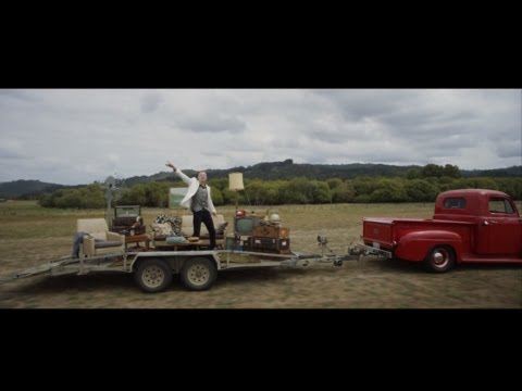 MACKLEMORE & RYAN LEWIS - CAN'T HOLD US FEAT. RAY DALTON (OFFICIAL MUSIC VIDEO), Macklemore & Ryan Lewis present the official music video for Can't Hold Us feat. Ray Dalton. Can't Hold Us on iTunes: https://itunes.apple.com/us/album/cant-...