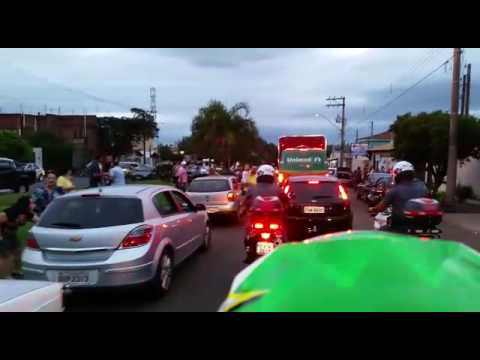 Vídeo Vídeos: Carreata de Natal da Coca-Cola encantou mais uma vez as crianças em São Carlos