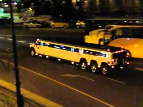 Hummer limousine triple axle