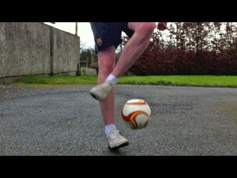 Ronaldinho Flick / Pendulum (Tutorial) :: Freestyle Football / Soccer