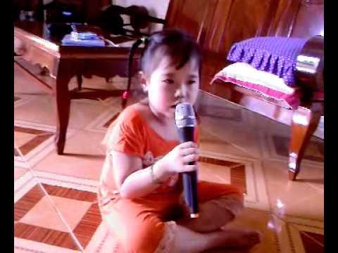 Bé My 4 tuổi hát