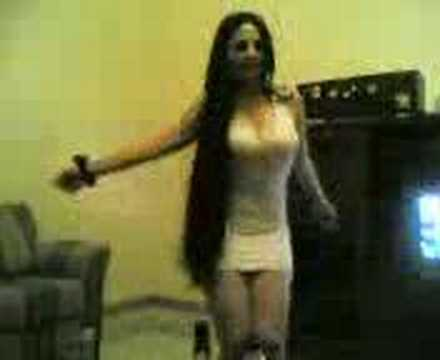 amzing girl dances in Dubai - a7la banat el arab