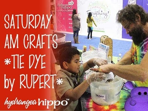 Rupert Boneham shows Matthew how to Tie Dye - Jan 2014 at CHA Show