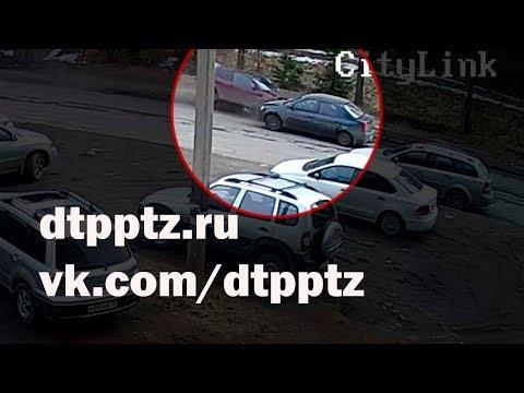 На Питкярантской в лобовую столкнулись два автомобиля