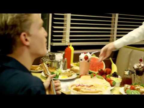 La Da Dee - Cody Simpson ( Cơn Mưa Thịt Viên 2 OST )