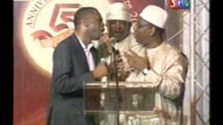 Macky Sall chante avec Youssou Ndour
