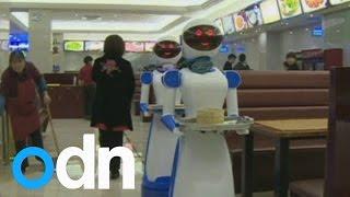 Di Cina pelayan restoran sudah diganti dengan robot