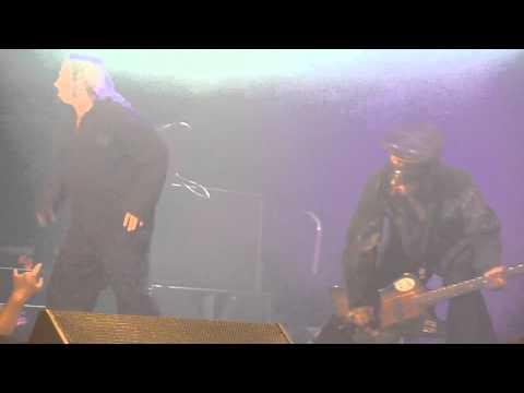 Motley Crue - Kickstart My Heart (Live @ The M.E.N Arena, Manchester, UK, Dec 2011) [HD]