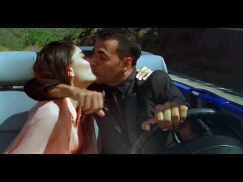 Kareena Kapoor hot kiss with Akshay Kumar