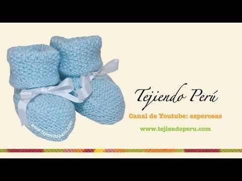 Zapatitos para bebé con doblez tejidos en dos agujas o palitos