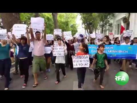 Biểu tình tại Việt Nam kêu gọi bảo vệ môi trường biển