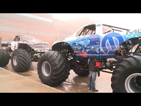 Raminator and Mopar Muscle Monster Trucks