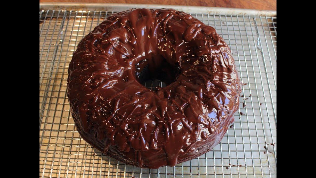 Chocolate Sour Cream Bundt Cake - Easiest Chocolate Cake Recipe Ever ...