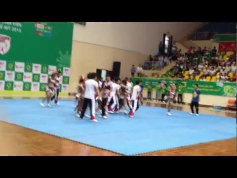 Tiết mục Cheerleading của ArTeam Trường ĐH Quốc tế.
