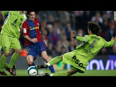 Lionel Messi Dropping Players & Goalkeepers on the Floor HD