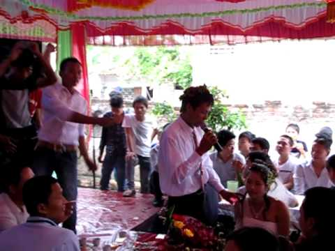 Chú rể hát bốc lửa đừng trách anh tội nghiệp trong đám cưới