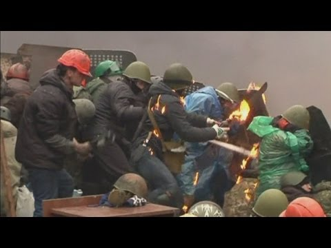 Ukraine molotov cocktails and rocks thrown in Kiev as fighting erupts again