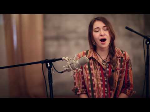 n Christ Alone (acoustic) - Lauren Daigle