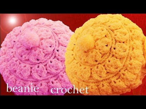 Gorro boina tejido en punto relieve de hojas redondas con flor a Crochet o Ganchillo