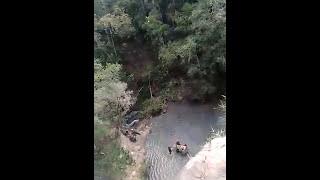 Turista despenca de penhasco em cachoeira de Itabirito