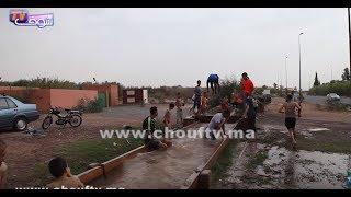 بالفيديو.. شباب من مراكش خالقين السعادة فالحرارة |