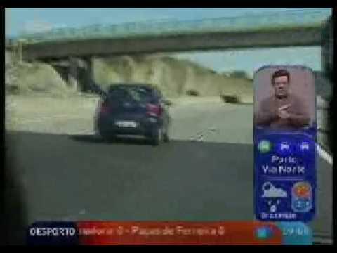 Aviso aos que conduzem pela faixa do meio